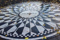 La mosaïque d'imagination à Strawberry Fields dans le Central Park, New York images stock
