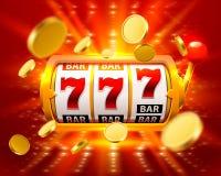 La mosca grande de oro del casino de la bandera de las ranuras 777 del triunfo acuña Imágenes de archivo libres de regalías
