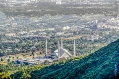 La moschea di Faisal dello scià è il masjid a Islamabad, Pakistan Individuato sulle colline pedemontana delle colline di Margalla fotografie stock