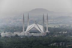 La moschea di Faisal dello scià è il masjid a Islamabad, Pakistan Individuato sulle colline pedemontana delle colline di Margalla fotografia stock libera da diritti