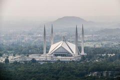 La moschea di Faisal dello scià è il masjid a Islamabad, Pakistan Individuato sulle colline pedemontana delle colline di Margalla immagini stock libere da diritti