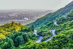 La moschea di Faisal dello scià è il masjid a Islamabad, Pakistan Individuato sulle colline pedemontana delle colline di Margalla fotografia stock