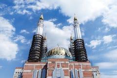 La mosquée de Salavat Yulayev en construction dans la ville d'Oufa Photo libre de droits