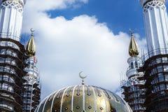 La mosquée de Salavat Yulayev en construction dans la ville d'Oufa Photographie stock