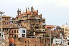 La mosquée donnant sur Varanasi photo libre de droits