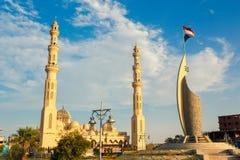 La mosquée grande de port et le monument commémoratif Photographie stock libre de droits