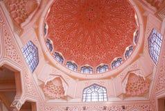 La mosquée ou le Masjid Putra de Putra ; la mosquée principale de Putrajaya, Malaisie Photographie stock libre de droits