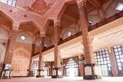 La mosquée ou le Masjid Putra de Putra ; la mosquée principale de Putrajaya, Malaisie Photographie stock