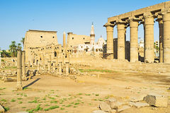 La mosquée parmi les ruines Photo stock