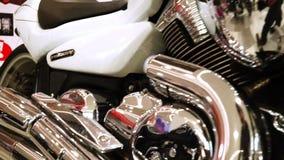 La mostra dei motocicli, vecchia annata un cromo parte il motociclo stock footage