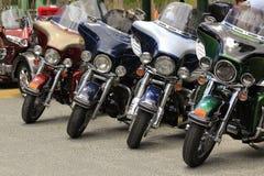 La moto a côte à côte rangé photos stock