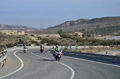 La moto mène une course de cycle photographie stock libre de droits