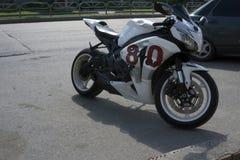 La motocicleta más rápida en blanco - Rusia Berezniki 21 de julio de 2017 fotos de archivo libres de regalías