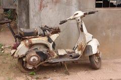 Salida a Zarate, Sabado 25/3  La-motocicleta-vieja-oxidada-30794351