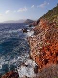 La mousse blanche ondule en mer bleue de manière de la Turquie Lycian photographie stock libre de droits