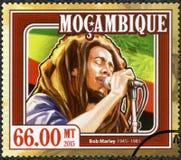 La MOZAMBIQUE - 2015 : montre le portrait de Robert Nesta Bob Marley 1945-1981 Image stock
