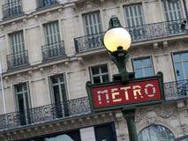 La métro signent dedans Paris Photos libres de droits