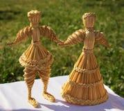 La muñeca original hermosa de la paja se hace en motivos de tradiciones populares Fotos de archivo