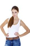 La muchacha adolescente alegre hermosa en mezclilla azul pone en cortocircuito Fotografía de archivo libre de regalías