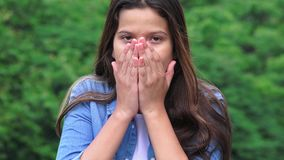 La muchacha adolescente chocó sorprendido ofendido y alarmado Fotos de archivo libres de regalías