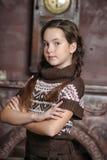 La muchacha adolescente con los brazos cruzó la situación Fotografía de archivo libre de regalías
