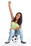 La muchacha adolescente de los deportes celebra éxito del fútbol Imagen de archivo libre de regalías