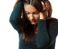 La muchacha adolescente en la depresión dura lloró solo con dolor de cabeza Foto de archivo