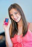 La muchacha adolescente escucha música Fotografía de archivo libre de regalías