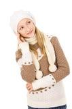 La muchacha adolescente pensó el casquillo y la bufanda aislados Imagenes de archivo