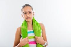 La muchacha adolescente sonriente entra para los deportes Imágenes de archivo libres de regalías