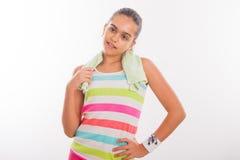 La muchacha adolescente sonriente entra para los deportes Foto de archivo libre de regalías