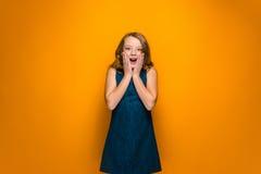 La muchacha adolescente sorprendida Imagen de archivo