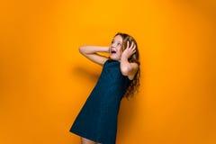 La muchacha adolescente sorprendida Fotografía de archivo libre de regalías