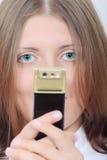 La muchacha agradable con un teléfono móvil Fotos de archivo libres de regalías