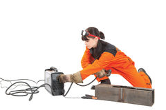 La muchacha ajusta el cortador del plasma. foto de archivo