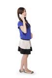 La muchacha asiática derecha en llamada mira para arriba Foto de archivo libre de regalías