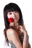 La muchacha asiática y se levantó Imagen de archivo libre de regalías