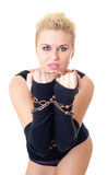La muchacha atractiva con un encadenamiento en las manos Foto de archivo