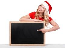 La muchacha atractiva hermosa que lleva a Papá Noel viste, conce de la Navidad fotos de archivo
