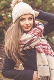 La muchacha bastante adolescente está llevando la ropa caliente del invierno Foto de archivo libre de regalías