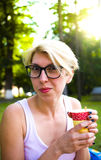 La muchacha bebe el café Imagen de archivo libre de regalías