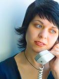 La muchacha bonita con el teléfono Foto de archivo libre de regalías