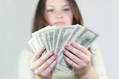 La muchacha bonita dijo el dinero fotografía de archivo