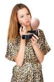 La muchacha bonita hace maquillaje Imagen de archivo