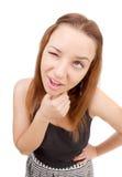 La muchacha bonita hace una mueca en su cara. Foto de archivo