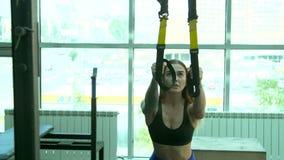 La muchacha calienta antes de ejercicio metrajes