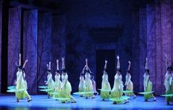 La muchacha caminó acto de los estorbos- en segundo lugar de los eventos del drama-Shawan de la danza del pasado Foto de archivo
