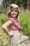 La muchacha camina en el bosque Foto de archivo libre de regalías