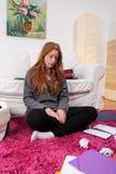 La muchacha cansada no quiere estudiar Fotografía de archivo libre de regalías