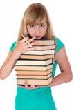 La muchacha cansada sostiene la porción de libros Imágenes de archivo libres de regalías